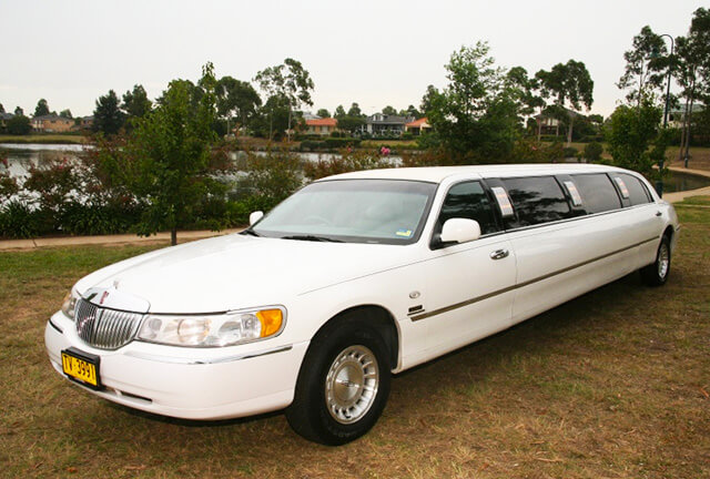 ford-lincoln-limousine